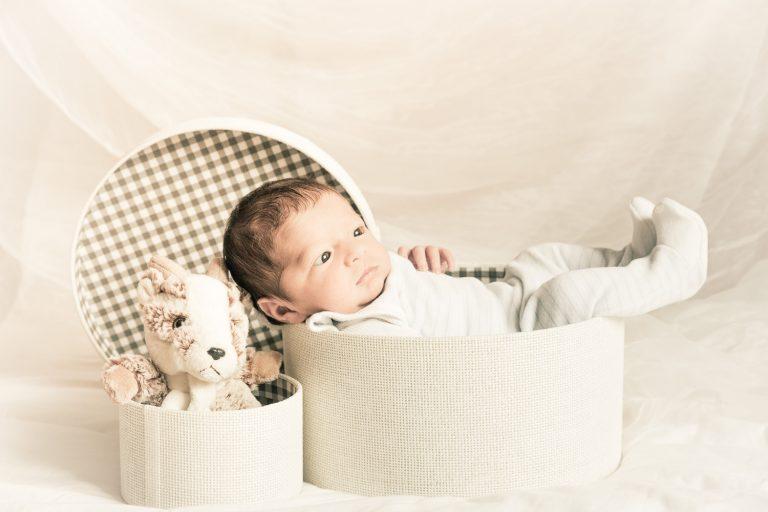 Séance naissance avec Raphaël – photos de naissance dans le Calvados