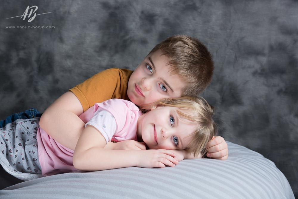 un cadeau de mariage original s ance photo famille en studio. Black Bedroom Furniture Sets. Home Design Ideas