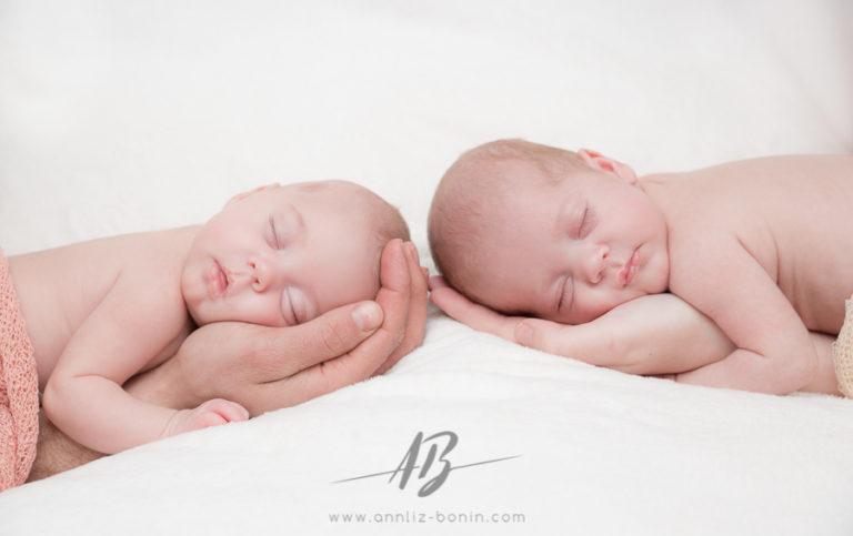 Elya et Kewann, les bébés bonheur – séance nouveau-né en studio à Caen