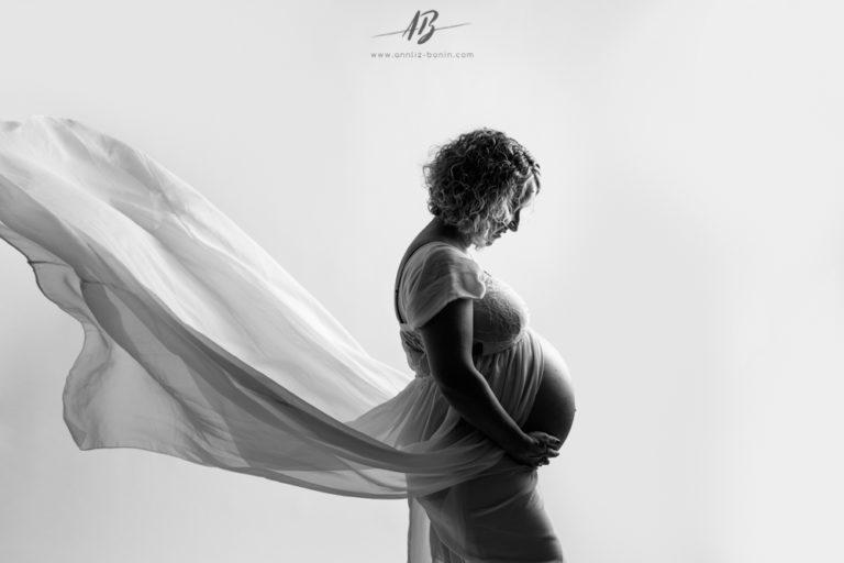 Séance grossesse en studio avec Estelle et Mickaël