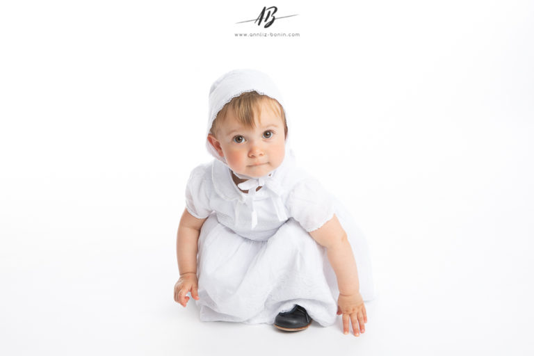 Jolie Camille et ses photos en tenue de baptême